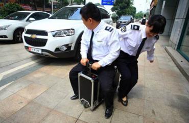 Un chinois invente la valise scooter
