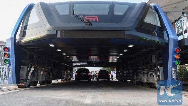 "Premier test du ""bus volant"" en Chine"