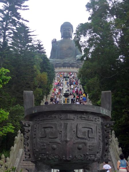 Au pied du Bouddha