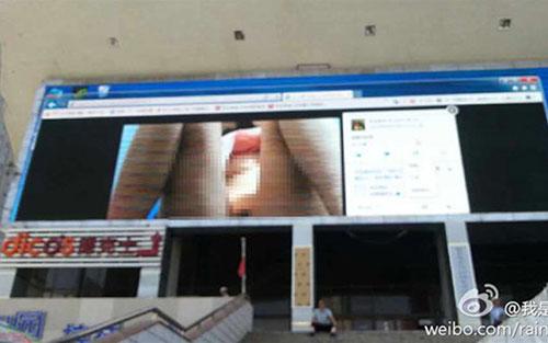 Photo pornographique sur l'écran géant à Lanzhou
