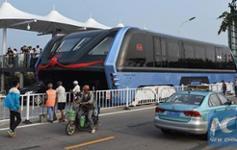 Scraddling bus